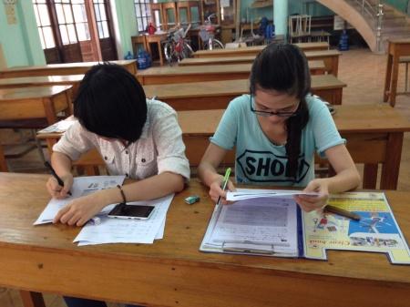 N1を目指し、一生懸命勉強している生徒