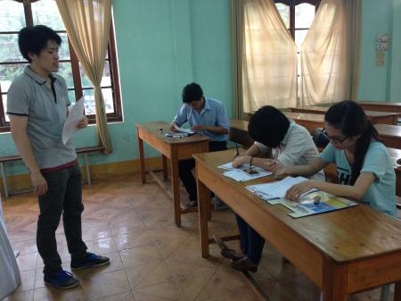 3年間ほどボランティアで教師として活躍している富岡先生
