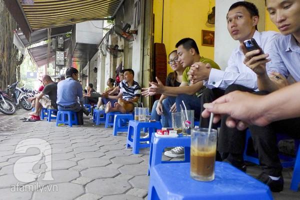 nhung-khu-cafe-via-he-noi-tieng-nhat-ha-noi